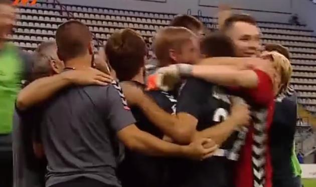 Игроки Стали празднуют победный гол Якимива, кадр из видео