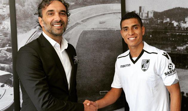Паоло Уртадо (справа), twitter.com/VitoriaSC1922