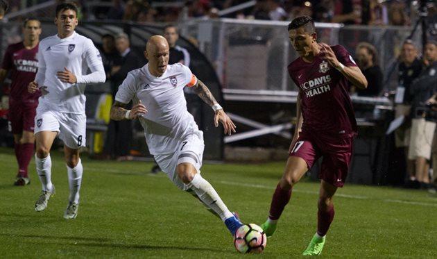 Удача помогла Блэквуду забить красивый гол, Indomitable City Soccer