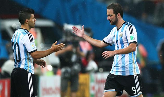 Сампаоли вернул Агуэро в сборную Аргентины, но оставил вне заявки Игуаина