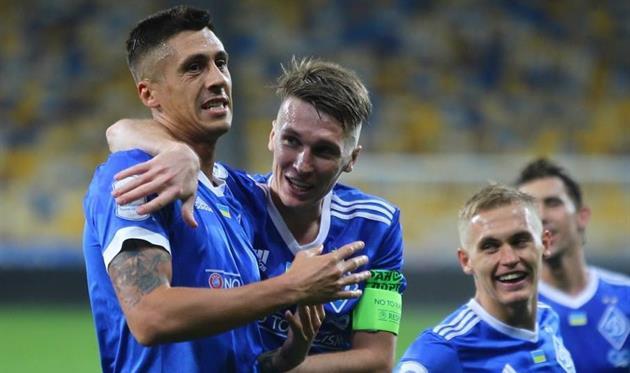Капитан Сидорчук поздравляет Хачериди с голом, ФК Динамо