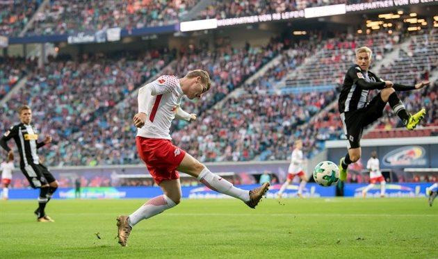 Лейпциг и Боруссия расписали результативную ничью