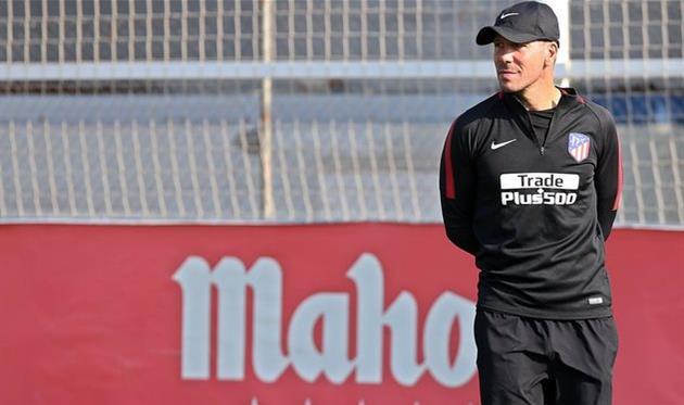 «Севилья» потерпела первое поражение втекущем чемпионате Испании, уступив «Атлетико»