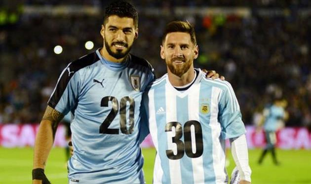 Луис Суарес (Уругвай) и Лионель Месси (Аргентина)