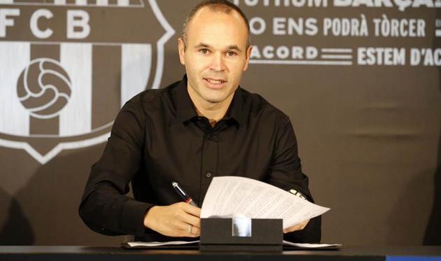 Иньеста подписал пожизненный контракт с Барселоной