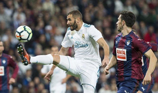 Вматче чемпионата Испании «Реал» одержал победу «Эйбар» срезультатом 3:0
