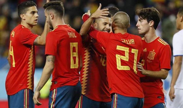 Дубль Силвы помог сборной Испании пофутболу разгромить Коста-Рику втоварищеском матче
