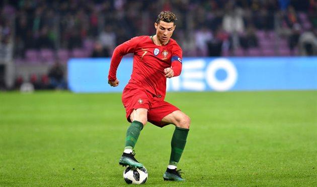Португальцы сРоналду иФернандешем крупно проиграли голландцам