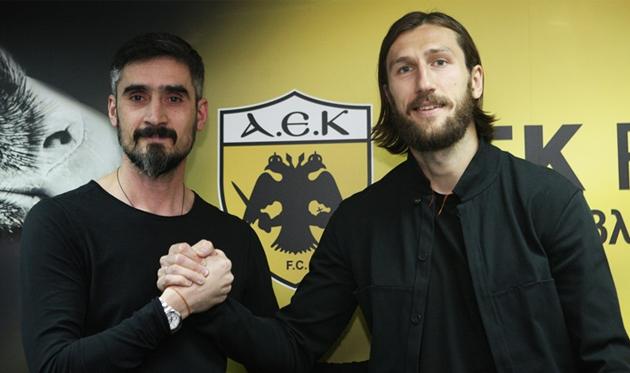 Дмитрий Чигринский (справа), aekfc.gr