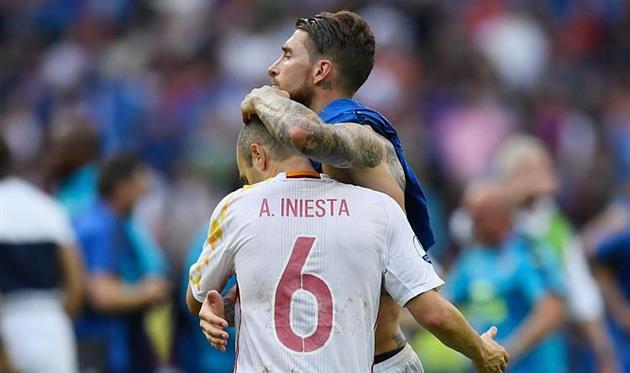 Рамос: Иньеста взял бы два Золотых мяча, если бы его звали Андрезиньо