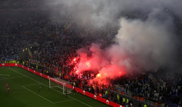 Пиротехника во время матча Марсель - Атлетико, Getty Images