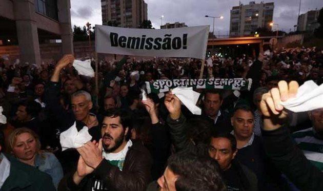 Болельщики Спортинга вышли с протестом против одиозного президента клуба