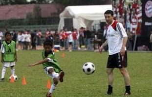 Зениту проиграли, осталось индонезийским детишкам слить... Фото Reuters