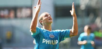 Афеллай празднует первый гол, psv.nl