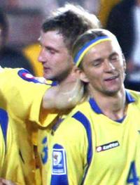 Александр Кучер спешит поздравит Назаренко с голом, фото ffu.org.ua