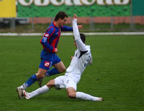 Олейник обыгрывает Билозора из Металлурга Д, фото fcarsenal.com.ua