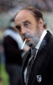 Мануэлю Кажуде остается только курить, фото flickr.com