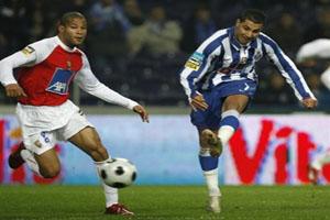 Альберто Родригес (слева) может оказаться в Порту, daylife.com