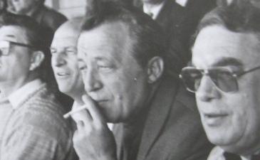 Степан Кравчун (с сигаретой) на игре