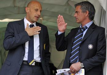 Ди Карло получает уроки от Профессора футбольных дел, zimbio.com