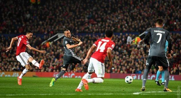 «Манчестер Юнайтед» обыграл «Бенфику» вматче футбольной Лиги чемпионов