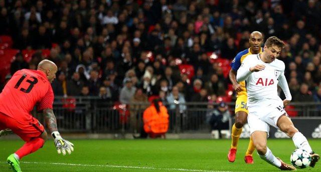 Фернандо Лльоренте забивает первый гол в матче, Getty Images