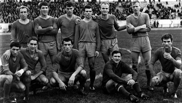 після того самого матчу з Карпатами 1968 у Сочі (Дерев'яга — третій справа верхньому ряду)