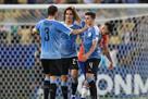 Уругвай выиграл группу C, обыграв Чили