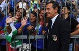 Чезаре Пранделли с девушками, Getty Images