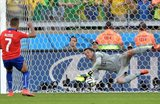 Жулио Сезар парирует удар Алексиса, Getty Images
