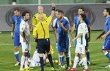 Даниэле Де Росси yдаляют с поля, uefa.com