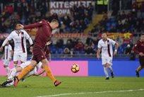 Эдин Джеко забивает гол, asroma.com