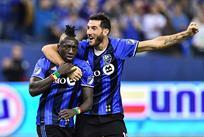 Доминик Одуро и Игнасио Пьятти празднуют гол в ворота Торонто, Getty images