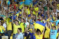 Фанаты сборной Украины исполнили Червону руту, когда погас свет на стадионе в Чехии