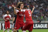 Гендузи (слева) забил первый гол за Арсенал, Getty Images
