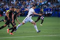 Ибрагимович отметился очередным красивым голом, забив лучшей команде MLS