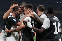 Игроки Ювентуса празднуют победу, Getty Images