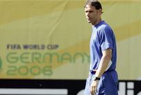 33 года исполнилось легендарному голу Ван Бастена