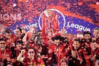 Ливерпуль с чемпионским трофеем, Getty Images