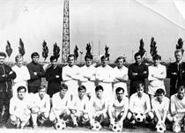 Микола Богданов (третій праворуч у нижньому ряді)