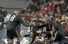 Кака пожимает руку Моуриньо, фото marca.com