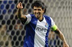 Лучо открыл счет в матче, фото uefa.com
