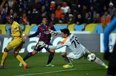 первый гол суареса за барселону, фото PATRICK BAZ (AFP)
