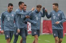 Бавария на тренировке перед игрой с Аяксом, Getty Images