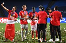 Игроки Баварии отмечают победу, Getty Images