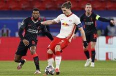 Марсель Забитцер в матче против Ливерпуля, Getty Images