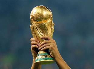 Тест: Кто из футболистов держал Кубок мира в руках?