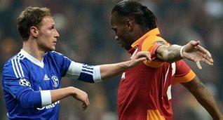 Хеведес против Дрогба, фото dailymail.co.uk