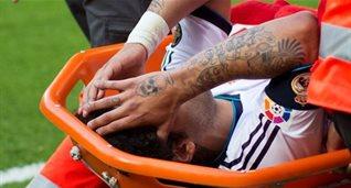 Марсело уносят с поля, Getty Images