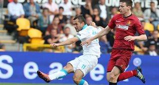 Кержаков забивает в ворота датчан, фото fc-zenit.ru